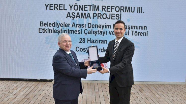 İK Yönetim Bilgi Sistemi Ödül Aldı