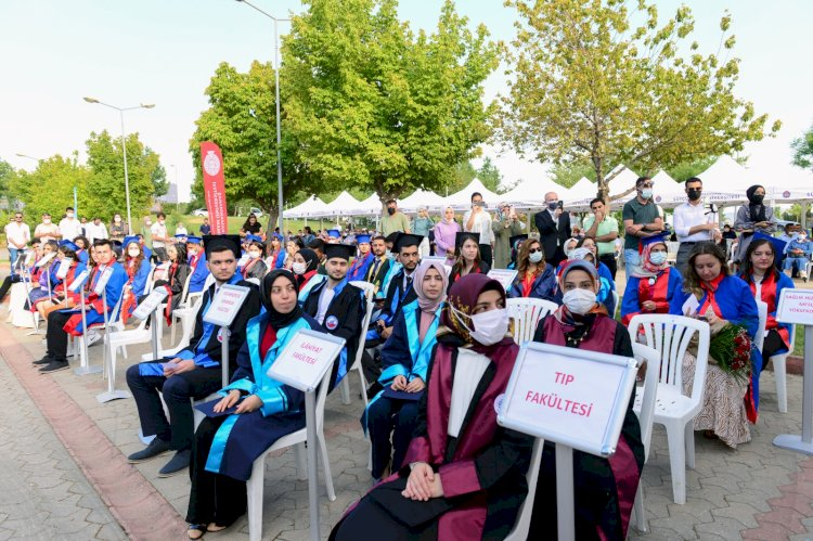 Üniversitemiz 2020-2021 Akademik Yılı Mezunlarını Coşku ile Uğurladı