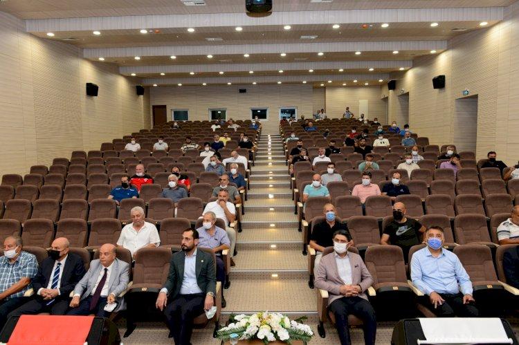 Üniversitemiz ve TÜFAD Kahramanmaraş Şubesi İşbirliğiyle Futbol Antrenörlerine Yönelik Gelişim Semineri Düzenlendi