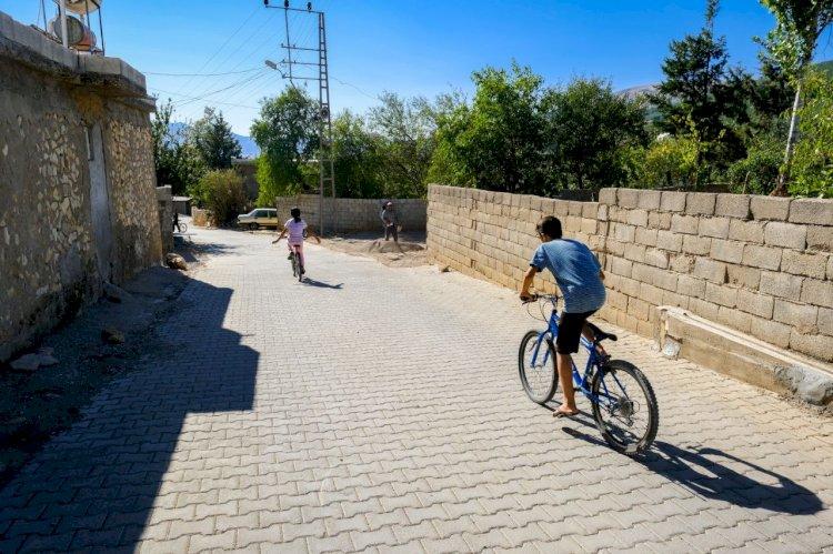 Dulkadiroğlu  Belediyesi'nden Dereli  Mahallesine  Asfalt  Ve Kilit  Parke  Çalışması