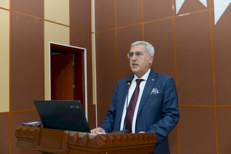 Ziraat Fakültesi Oryantasyon Eğitimi Üniversitemiz Rektörü Can'ın Katılımlarıyla Gerçekleştirildi
